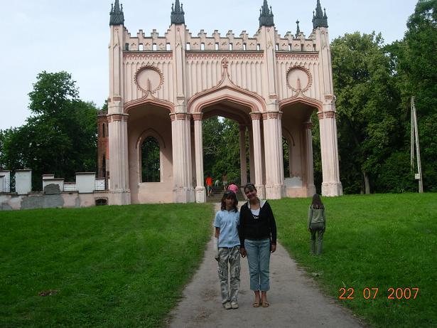 Pałac Paca, brama frontowa