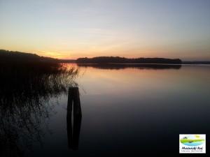 Zachód słońca nad jeziorem Stręgiel