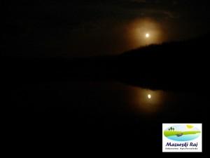 Odbicie światła księżyca w wodach Czarnej Kuty
