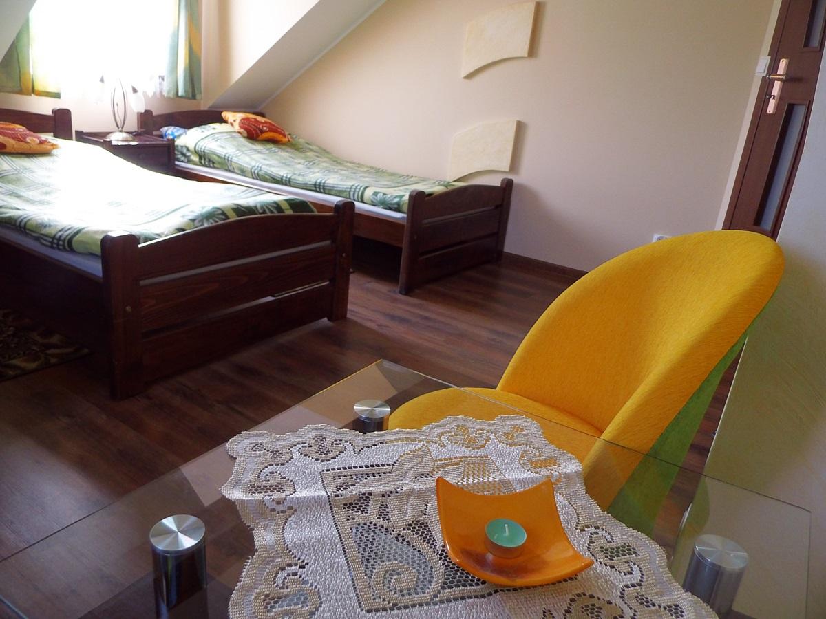 apartament, asia, sypialnia, stolik