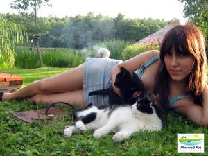 Maja z kotkami.