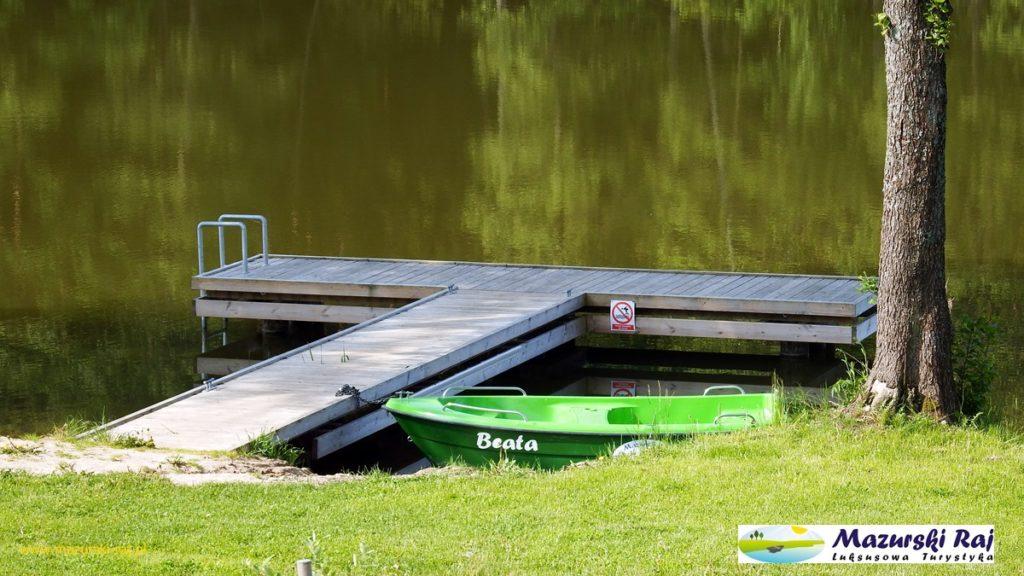 Kuty 2016 - Mazurski Raj, widok na pomost i łódź Beata
