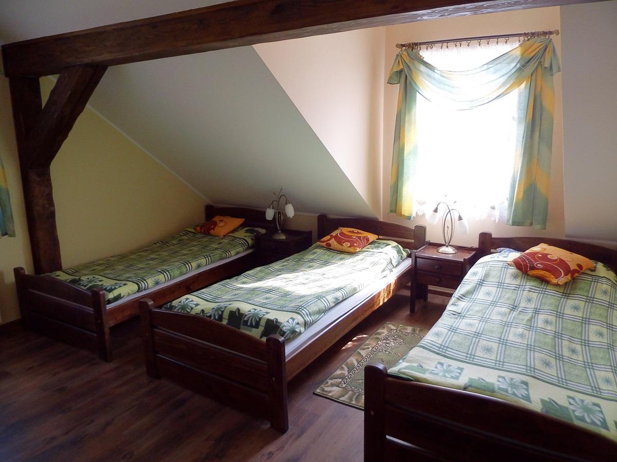 łóżka, pokój, okno