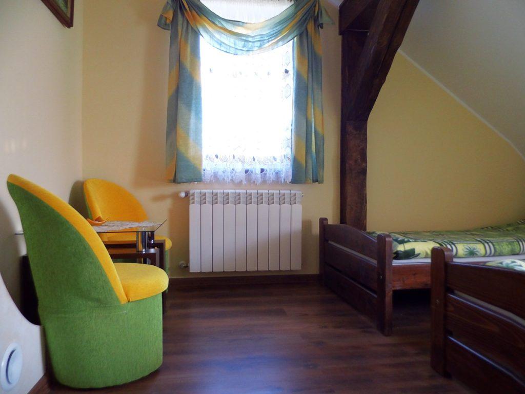 Sypialnia z fotelikami