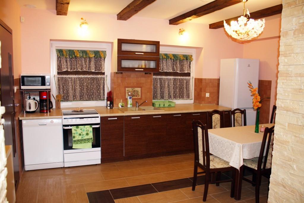 Mazurski Raj - kuchnia z urządzeniamia AGD w apartamencie 2-Asia
