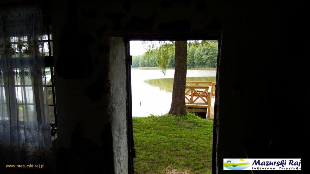 Drzwi z kuźni na jezioro