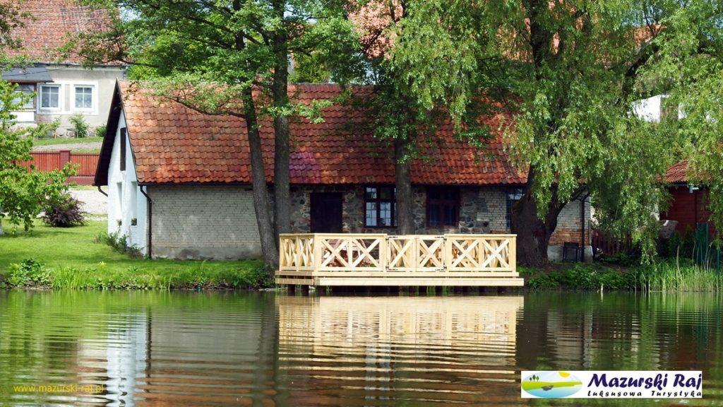 Kuty 2016 - taras na jeziorze i kuźnia